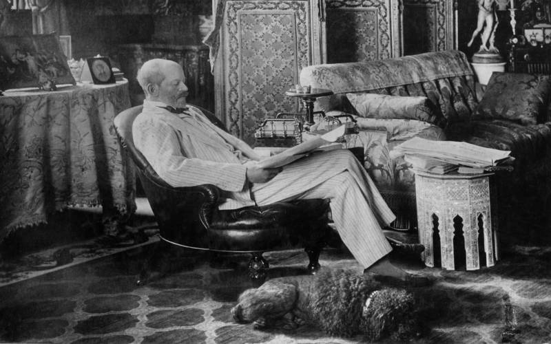 Baron Ferdinand with his dog Poupon in the Baron's Room.