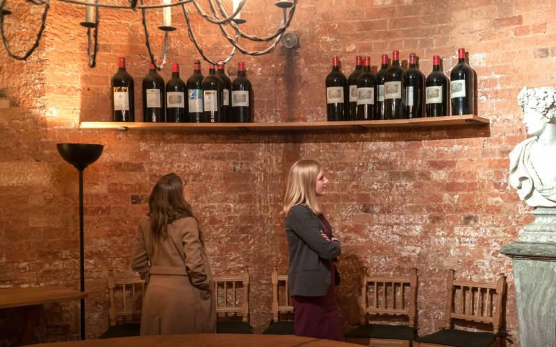 visiitors-wine-cellar-3000-1875