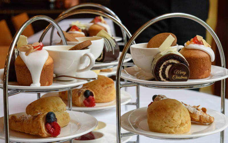 Manor-eat-aftenoon-tea-close-up-3000-1875