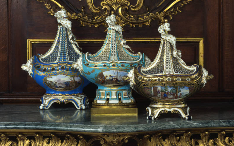 groups-sevres-ship-vases-main-3000-1875