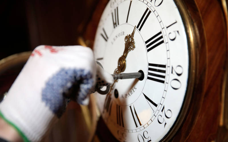 ClockWinding_3000x1875