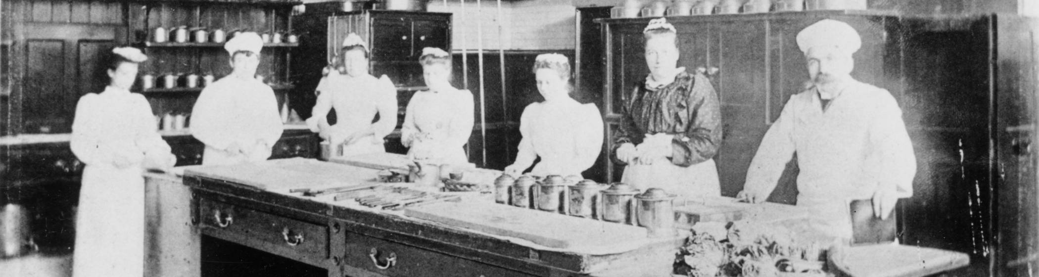 Kitchen-Staff-about-1900_3000x800