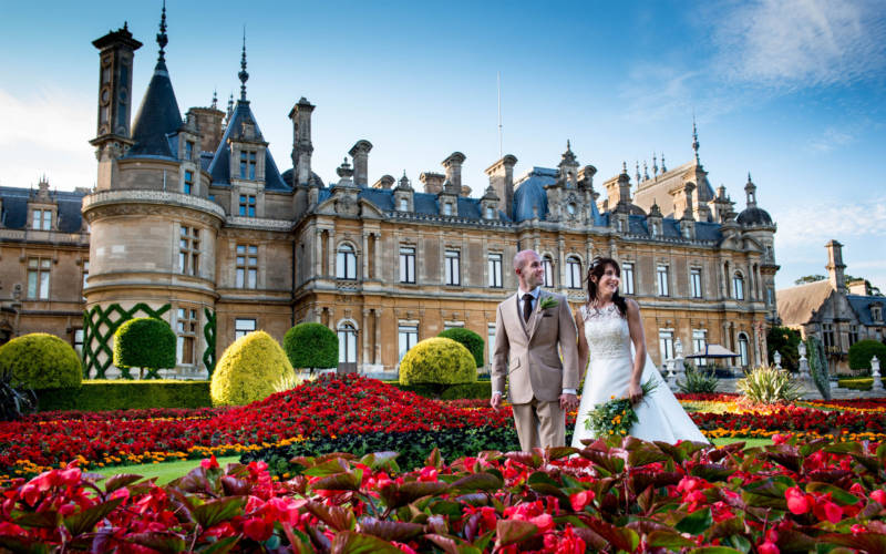 Wedding couple in Waddesdon Manor parterre