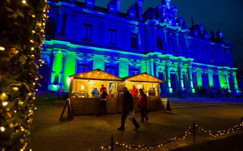 christmas-2016-fair-lit-blue-house-lacey-3000-1875