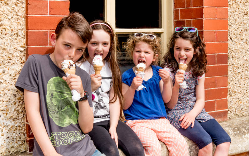 Children-eating-ice-cream-stables-3000x1875