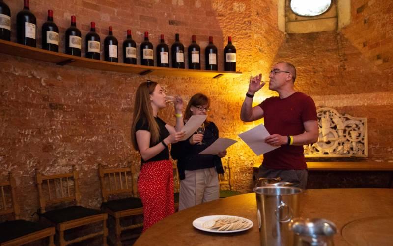 wine-tasting-in-the-cellars-feast-2018-adam-hollier-1000-625