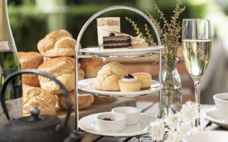 manor-restaurant-afternoon-tea-1000-625-simon-heritage