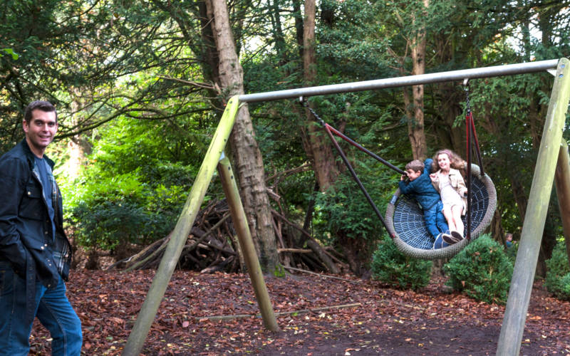 family-woodland-playground-autumn-swing-bebb-3000-1875