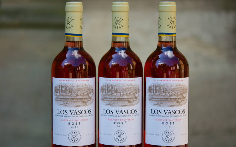 Los-Vascos-rose-wine-lifestyle-3000x1875