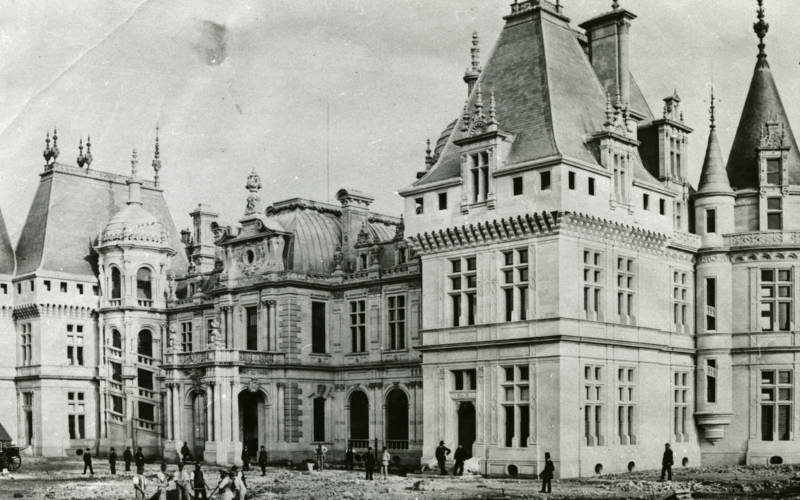 How much did it cost to build Waddesdon?