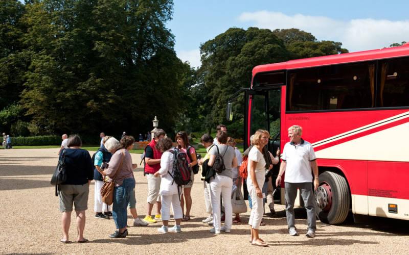 Groups-coach-arrival-teaser-1000-625