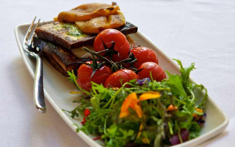 Cheese-on-toast-with-salad-manor-restaurant-3000x1875