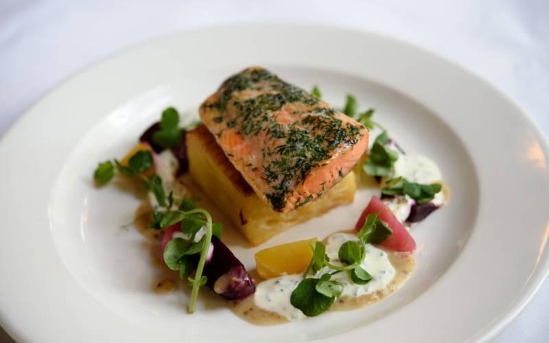 Manor-restaurant-salmon-3000x1875