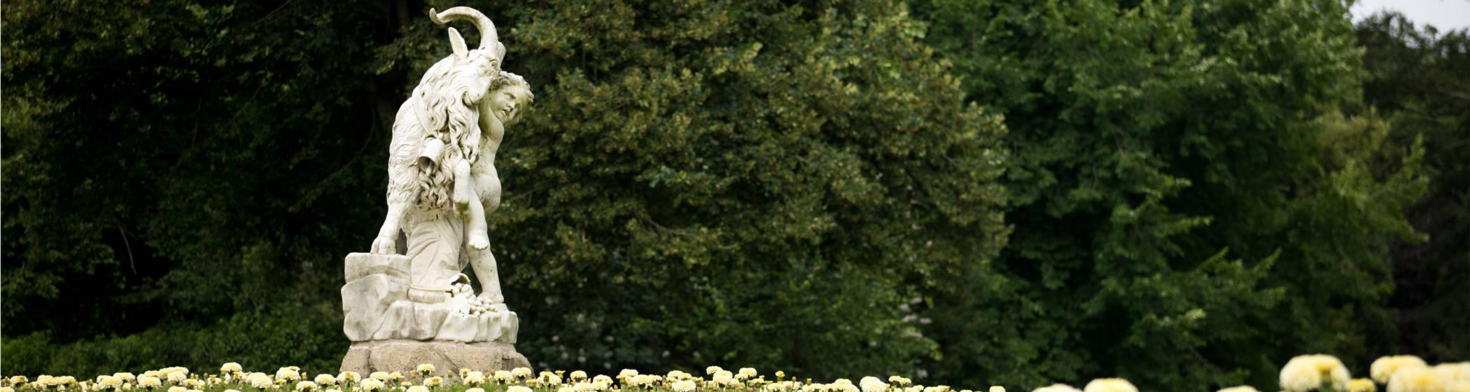 gardens statue