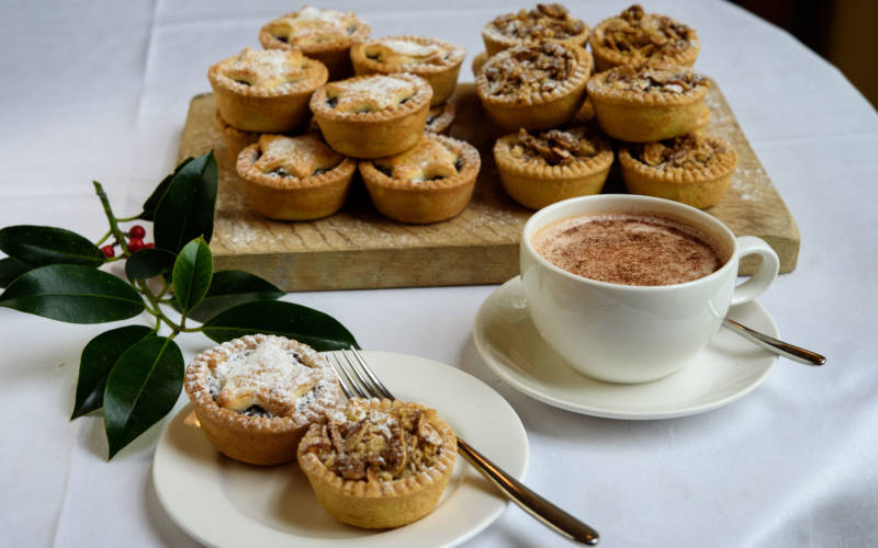 Coffee and mince pies