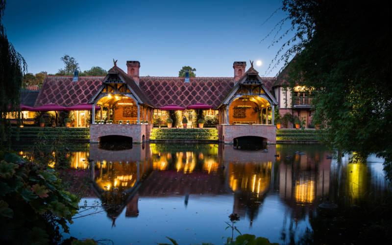 Weddings-dairy-lakeside-evening-david-bostock-3000x1875