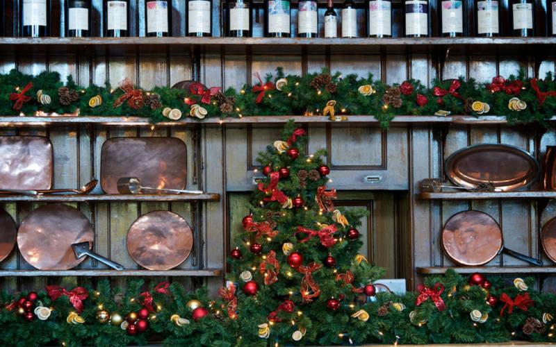 Christmas-restaurant-dresser-1000-625-pascale-cumberbatch