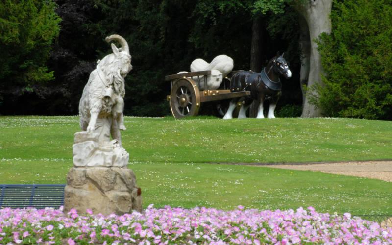 sarah-lucas-horse-statue-windmill-hill-2000