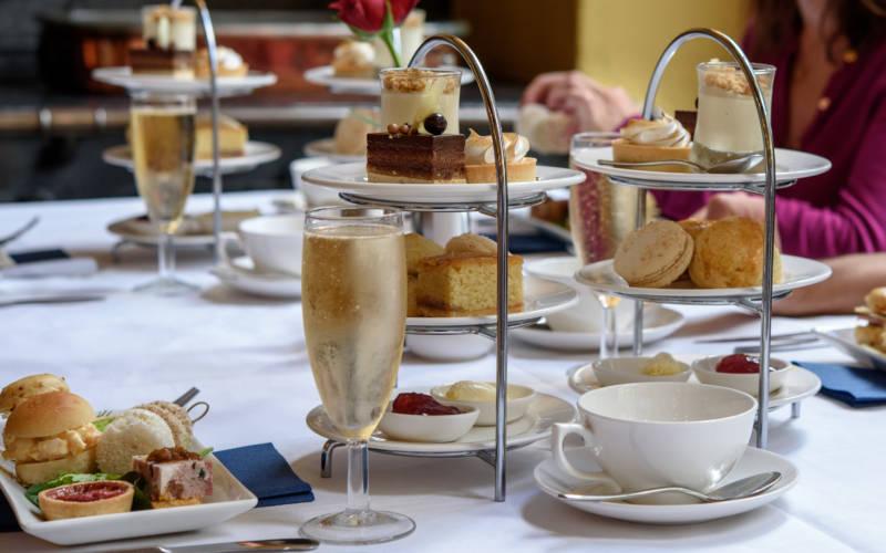 eat-manor-restaurant-afternoon-tea-people-3000-1875
