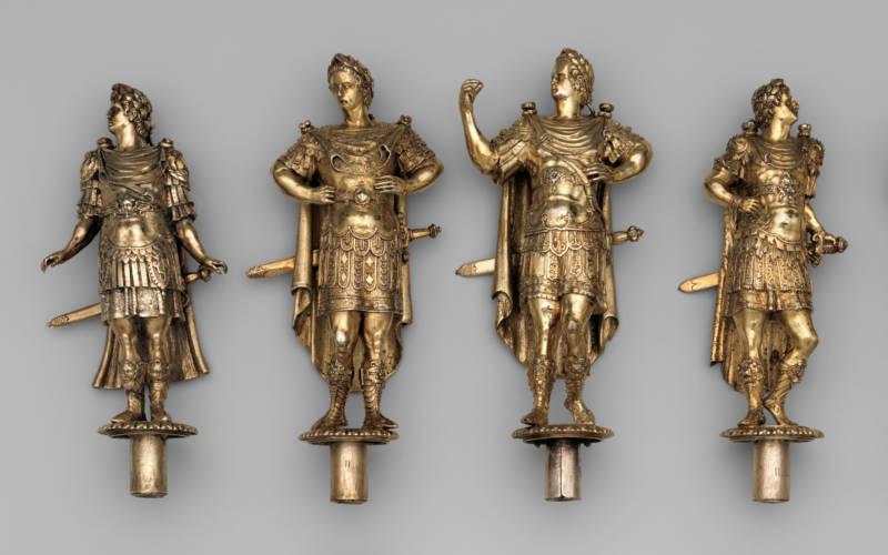 four-figures-.jpg3000-1875