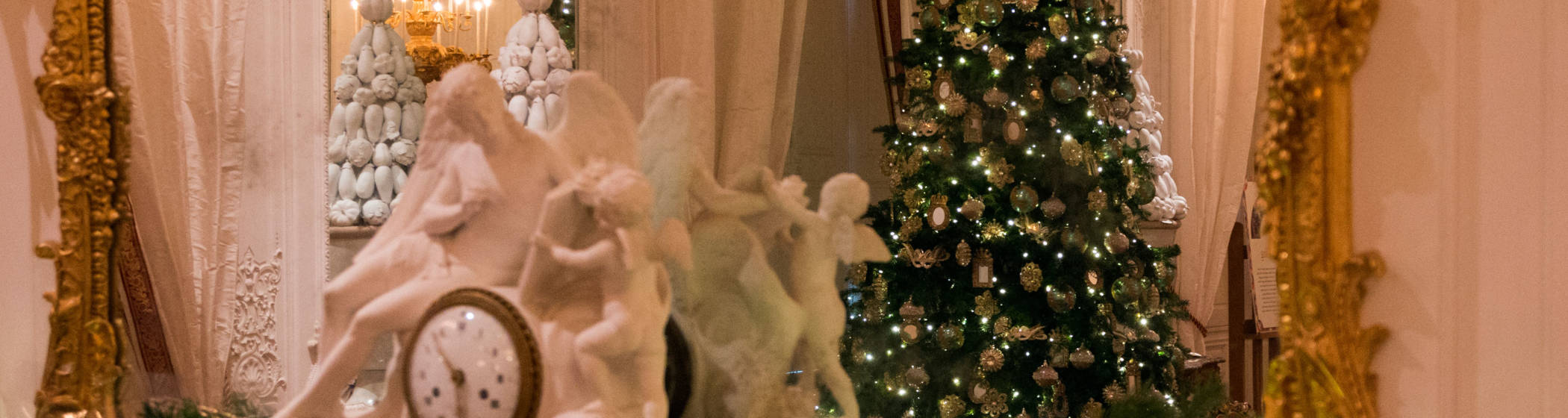 White drawing room decorated for christmas