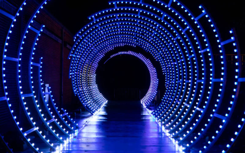 Tunnel-of-light-Guildhall-School-©-Guildhall-School-of-Music-and-Drama.-Photo-Matthew-Ferguson-5