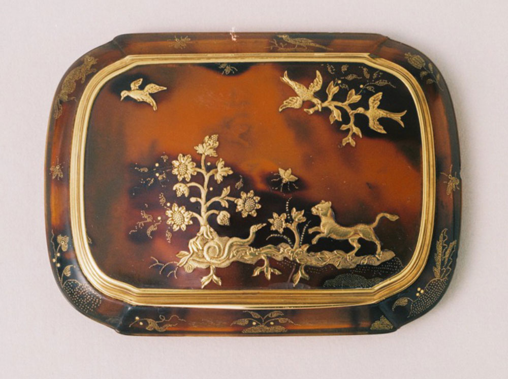Snuff-box, c. 1730-1750, Italian; turtleshell and gold, 13 x 87 x 63mm; acc. no. 2808