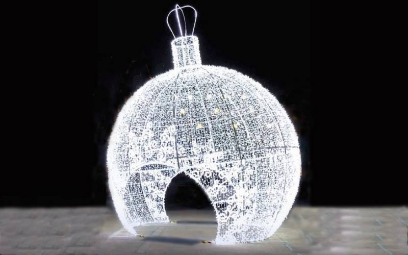 Christmas-giant-LED-bauble-yes-events-1000-625