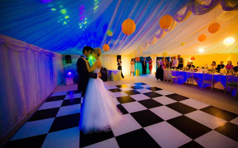weddings-marquee-dancing-main-image-3000-18751