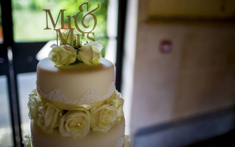 weddings-dairy-cake-marcus-charter-3000-1875