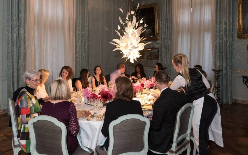 weddings-manor-blur-room-guests-300x1875