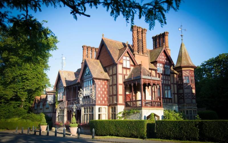 Five-arrows-exterior-angle-Waddesdon Manor-2048x1365