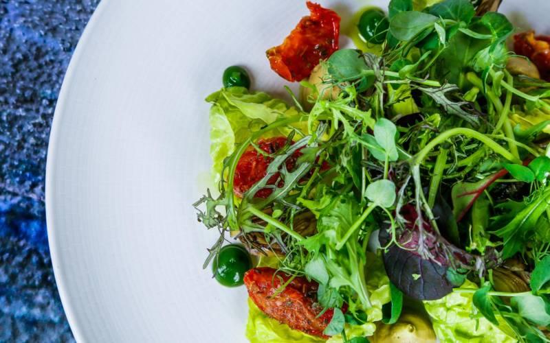 hotel-lunch-menu-salad-3000-1875