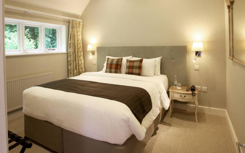 Hotel-room-10-le-dix-main-image-3000-1875