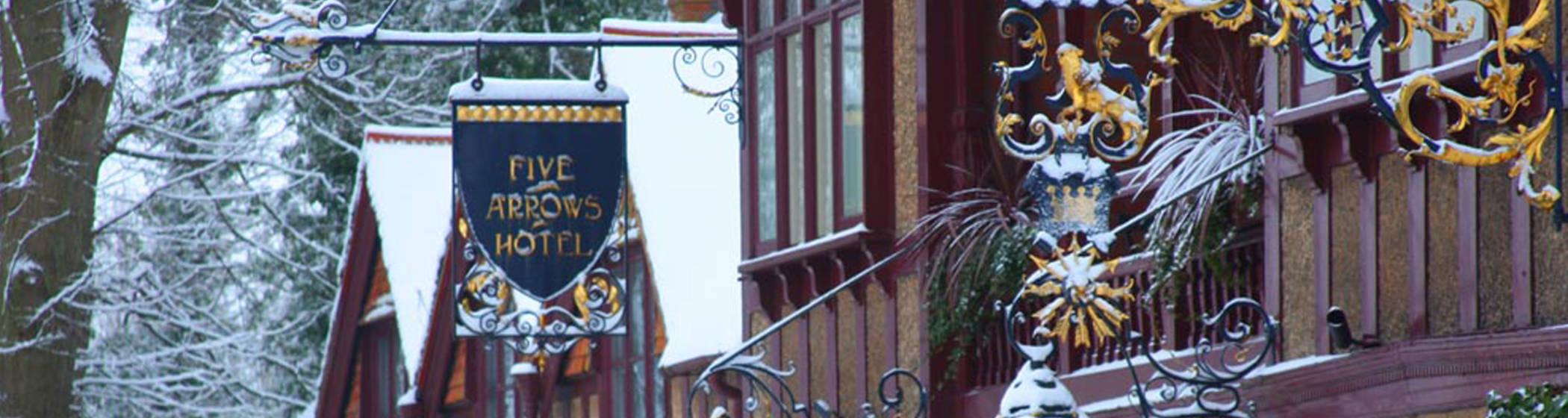 Five arrow hotel exterior at christmas
