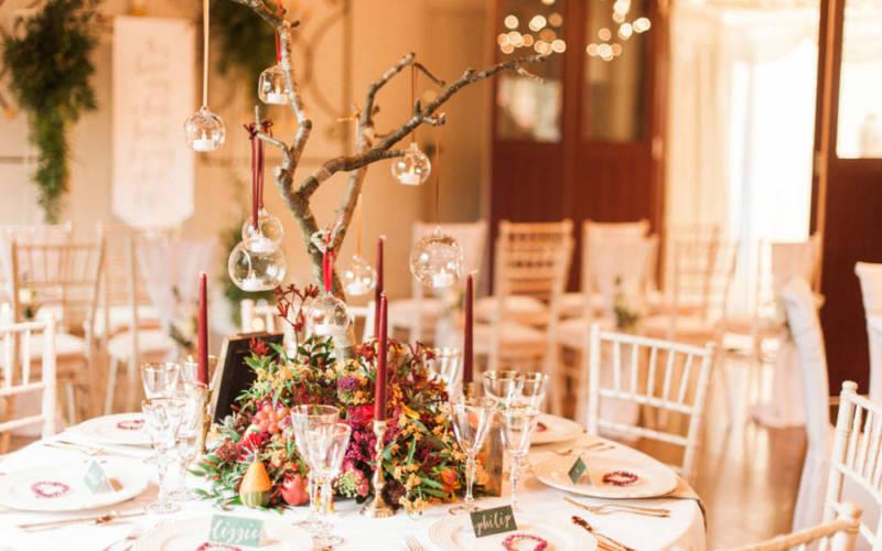 Weddings-FAH-OCH-reception-table-emprty-kate-nielen1-1000-625